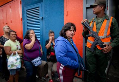 Женщины Венесуэлы продают свои волосы для покупки еды и лекарств