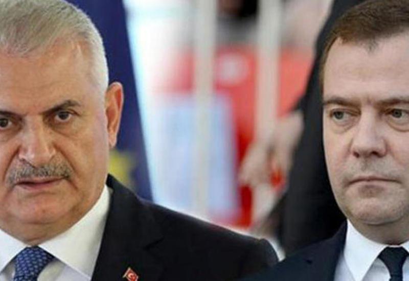 Медведев и Йылдырым обсудили ситуацию в Сирии