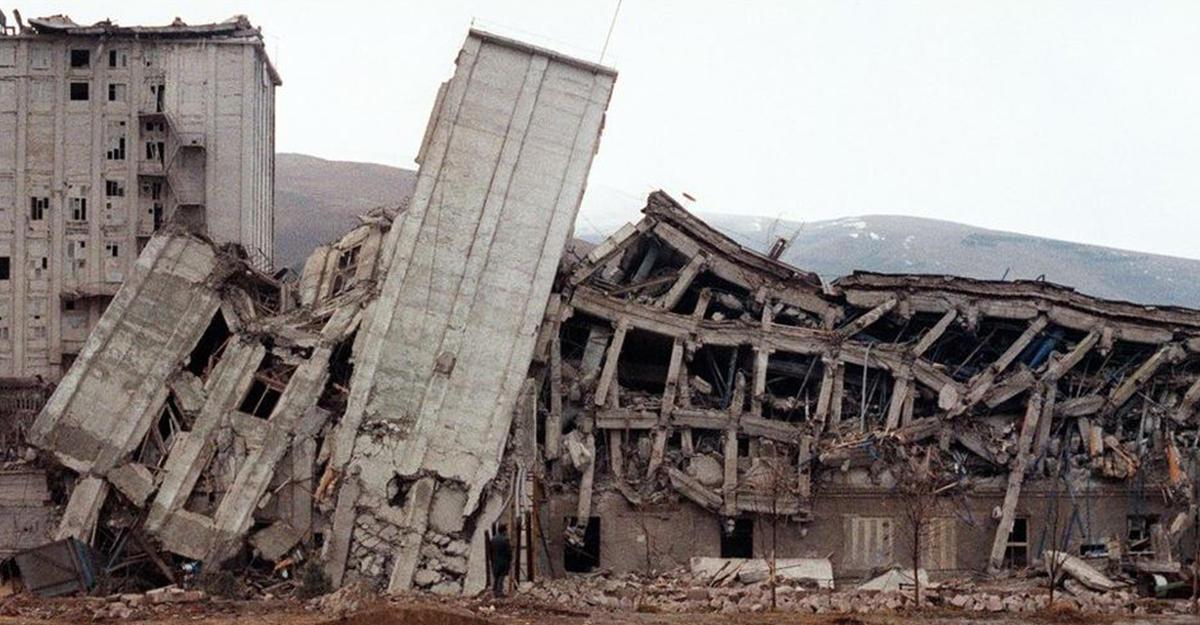 ВАрмении скорбят пожертвам землетрясения 1988 года