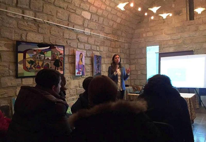 """Украинская художница провела семинары в Баку <span class=""""color_red"""">- ФОТО</span>"""