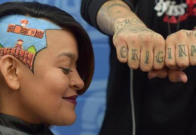 Парикмахер создает объемные портреты из волос клиентов - 15 ФОТО