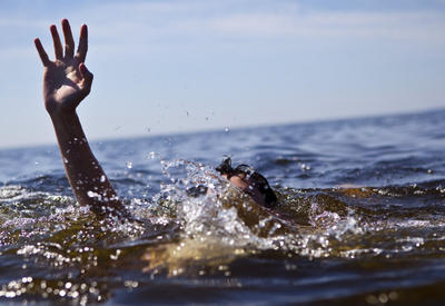В Баку в море найден труп мужчины