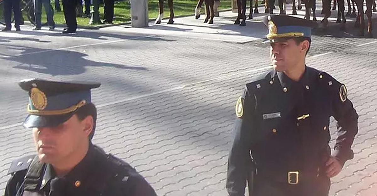 Полицейский выстрелил вфутболиста вовремя матча