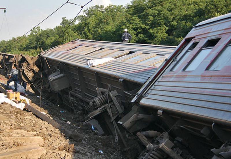 """В Болгарии поезд сошел с рельсов, есть погибшие <span class=""""color_red"""">- ОБНОВЛЕНО - ВИДЕО</span>"""