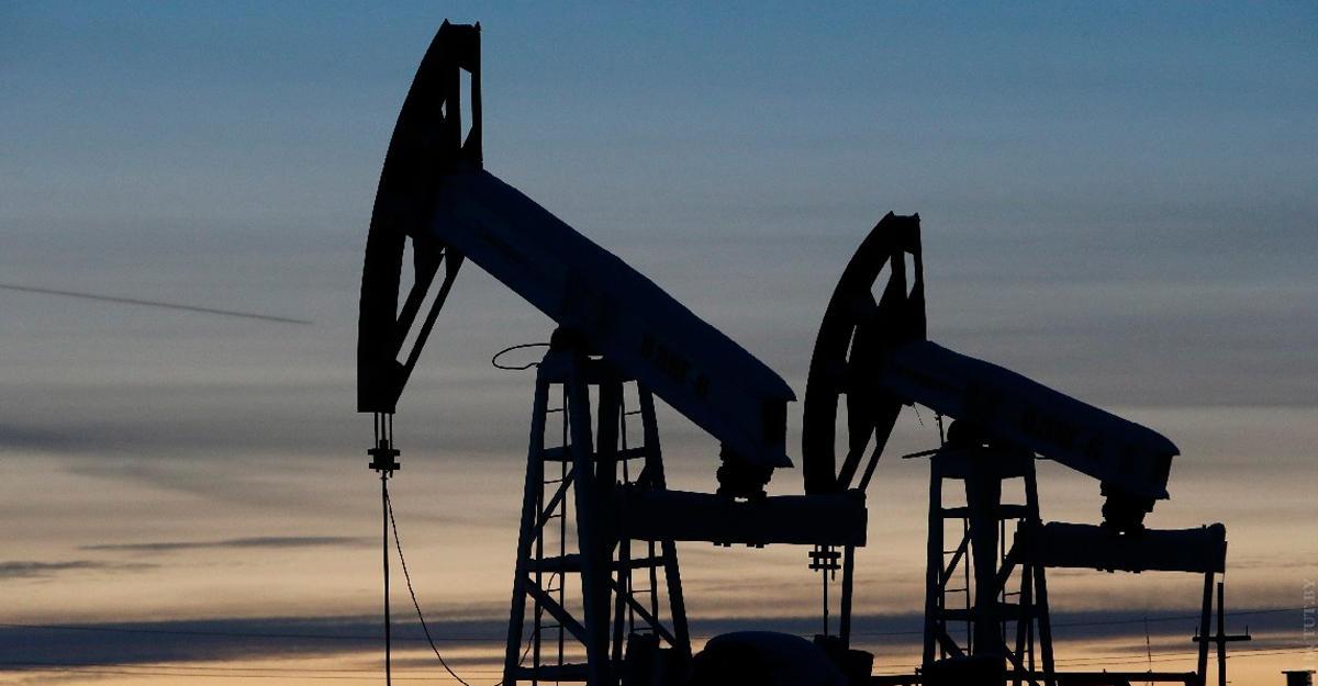 Цена барреля нефти марки Brent упала ниже 54 долларов