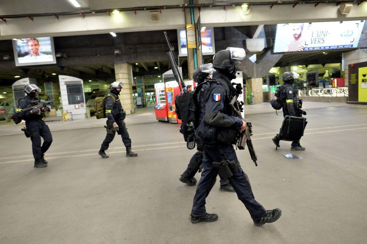 Комиссия Нацсобрания Франции поддержала идею руководства продлить режимЧП