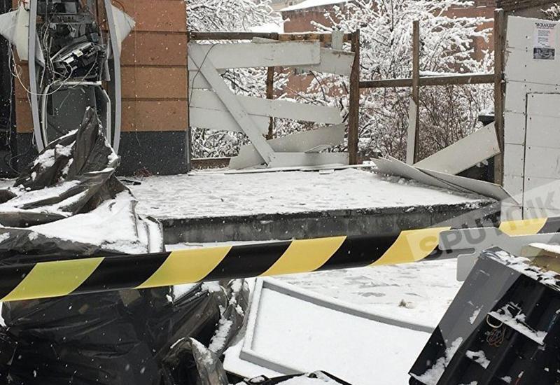 В Ереване за одну ночь взорвали два банкомата, разминирование продолжается