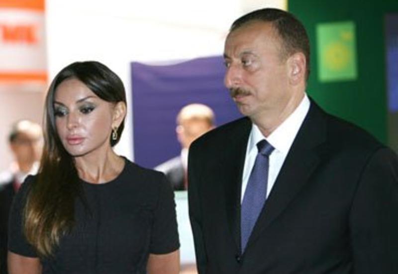 Президент Ильхам Алиев и его супруга Мехрибан Алиева наблюдают за соревнованиями в рамках Гран-при Азербайджана Формулы 1