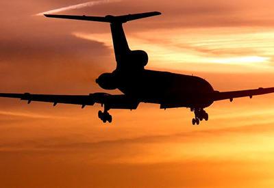"""В """"самом бесполезном аэропорту"""" мира впервые приземлился самолет <span class=""""color_red"""">- ВИДЕО</span>"""