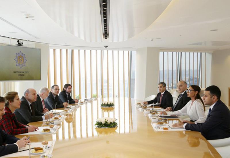 """Первая леди Мехрибан Алиева: В последние годы связи между Азербайджаном и Францией в гуманитарной сфере достигли нового уровня <span class=""""color_red"""">- ФОТО</span>"""