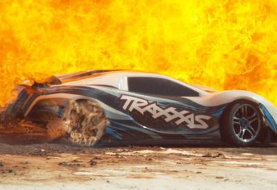 """Вот как обычный игрушечный автомобиль превращается в героя боевиков <span class=""""color_red"""">- ВИДЕО</span>"""