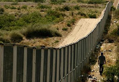 Турция отгородилась от Сирии и Ирака 330-километровой стеной
