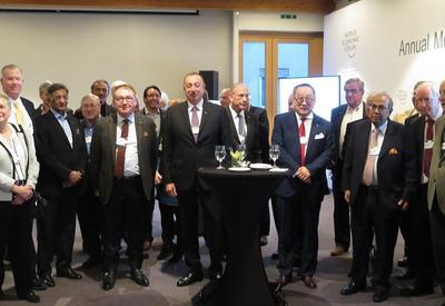 """Президент Ильхам Алиев принял участие на приеме для руководящих лиц, более десяти раз принявших участие во Всемирном экономическом форуме <span class=""""color_red"""">- ФОТО</span>"""