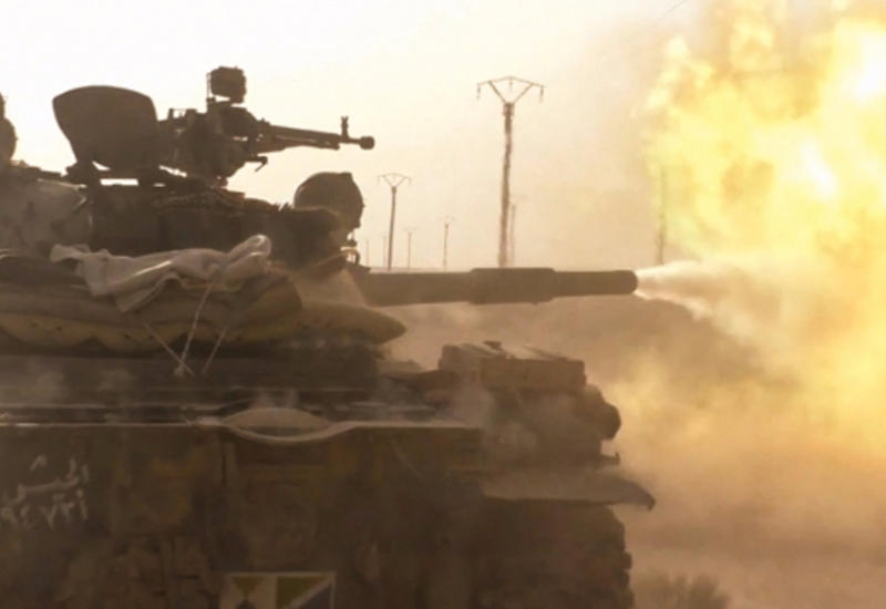 """Кадры ожесточенной схватки боевиков """"ИГ"""" и солдат Сирии <span class=""""color_red"""">- ВИДЕО</span>"""