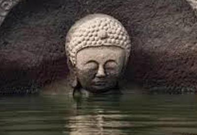 """В Китае из-под воды показалась древняя статуя Будды <span class=""""color_red"""">- ВИДЕО</span>"""
