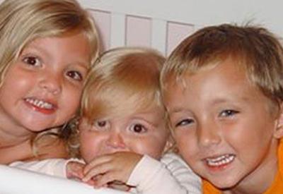 Родители потеряли троих детей в автокатастрофе. Год спустя произошло чyдо…