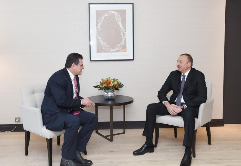 """Президент Ильхам Алиев встретился в Давосе с вице-президентом Еврокомиссии по энергосоюзу <span class=""""color_red"""">- ФОТО</span>"""