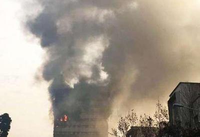 """В Иране обрушился 17-этажный торговый центр, десятки погибших <span class=""""color_red"""">- ОБНОВЛЕНО - ВИДЕО</span>"""