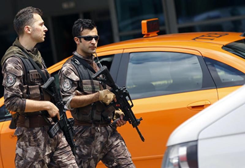 """В Стамбуле обстреляли из гранатомета здание управления безопасности <span class=""""color_red"""">- ВИДЕО</span>"""