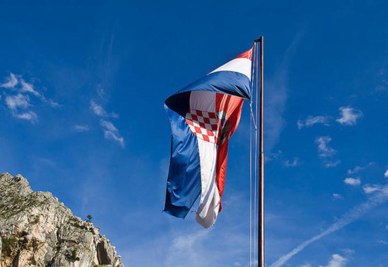 "В Хорватии депутата выдворили из парламента силой <span class=""color_red"">- ВИДЕО</span>"