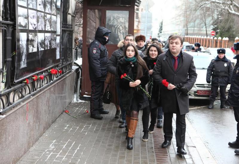 """Активисты АМОР почтили память жертв 20 Января <span class=""""color_red"""">- ФОТО</span>"""
