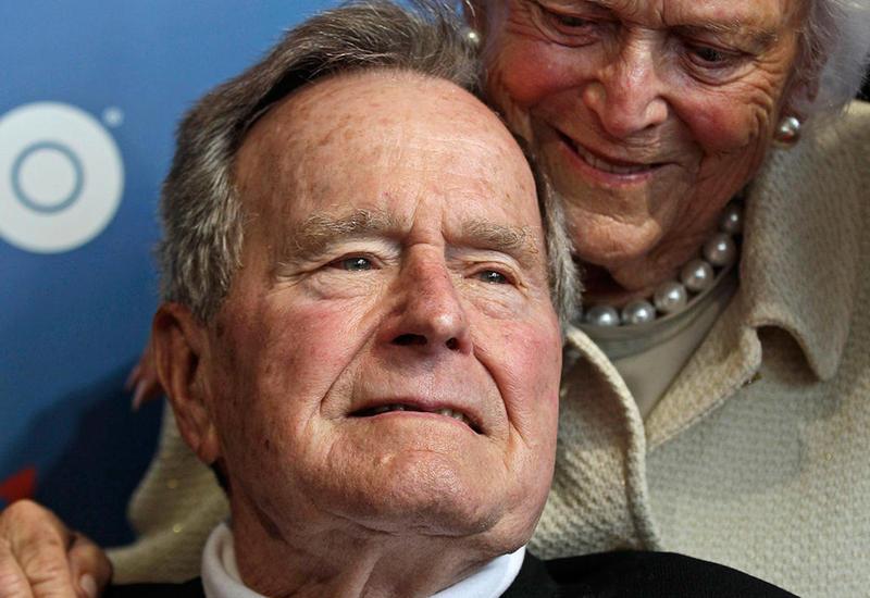 Джорджа Буша отключили от аппарата искусственного дыхания