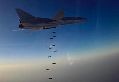 """Российские бомбардировщики атаковали объекты """"ИГ"""" в Сирии"""