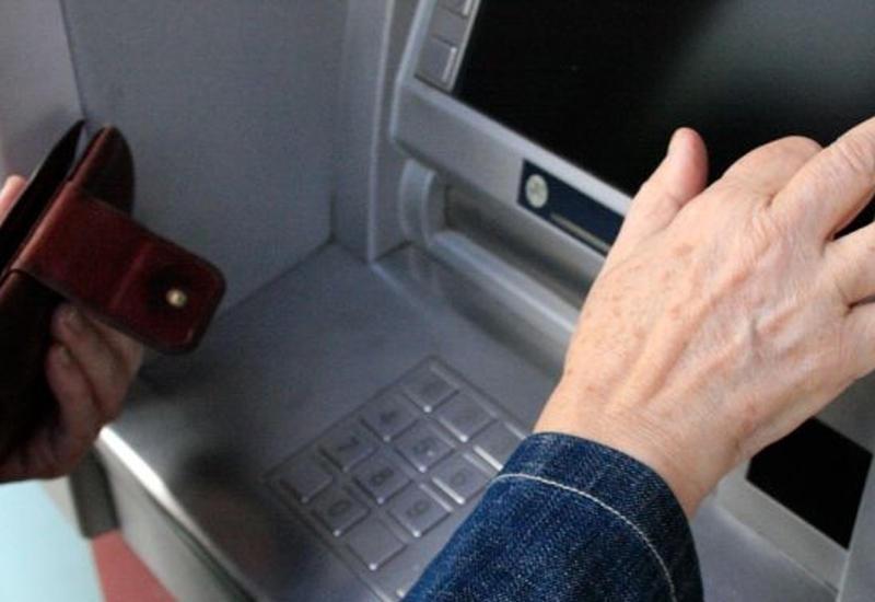 В Баку из банкомата украли крупную сумму денег