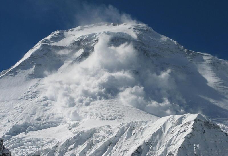 В России при сходе лавины погибли два человека