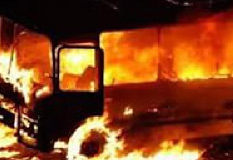 """Спасая учеников из горящего автобуса, школьный учитель не успел спасти своих <span class=""""color_red"""">- ВИДЕО</span>"""