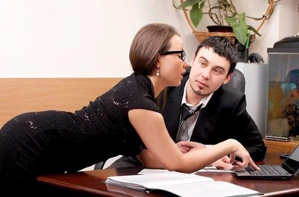 Пожилая сотрудница офиса всегда готова к сексу фото фото 338-474