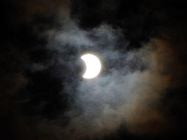 10февраля Новогодняя комета несомненно поможет сделать лунное затмение