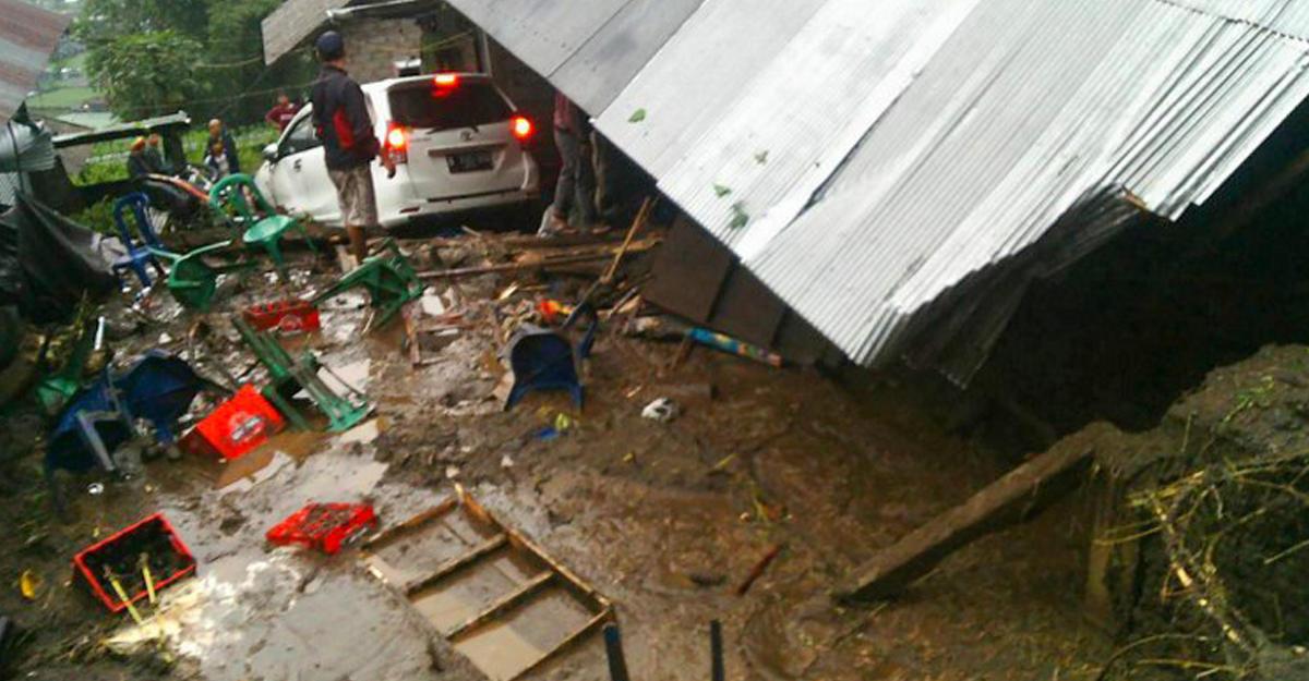 Наострове Бали из-за смещения грунтов погибло 12 человек