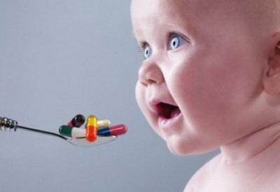 Ученые о вреде антибиотиков на новорожденных детей
