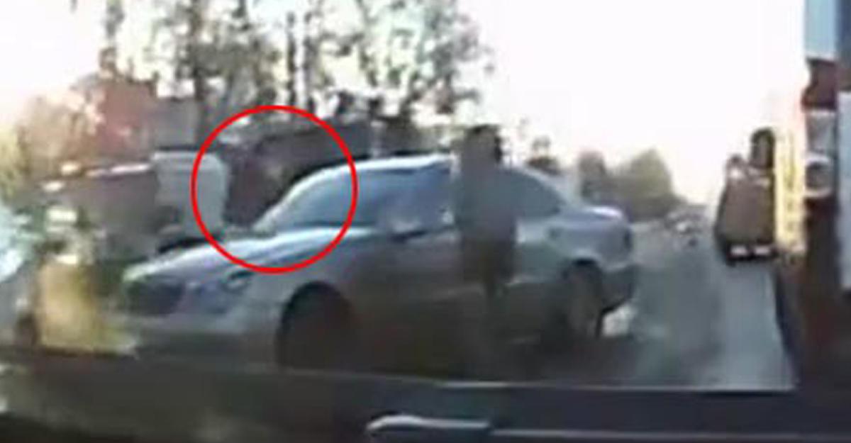 ВИркутске водителя вупор расстреляли впробке