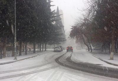 В Баку прогнозируют снег и сильный ветер