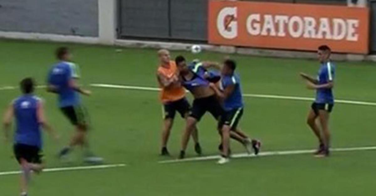 Футболисты «Бока Хуниорс» жестоко подрались между собой натренировке