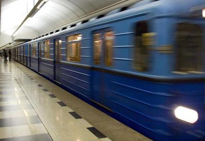 """Камера сняла спасение школьника, упавшего на рельсы в метро <span class=""""color_red"""">- ВИДЕО</span>"""