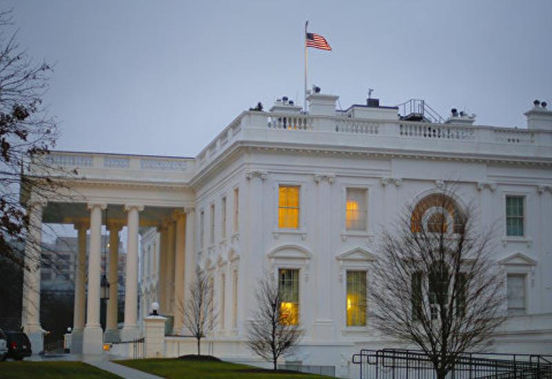"""Необычные красные вспышки в окнах Белого дома <span class=""""color_red"""">- ВИДЕО</span>"""