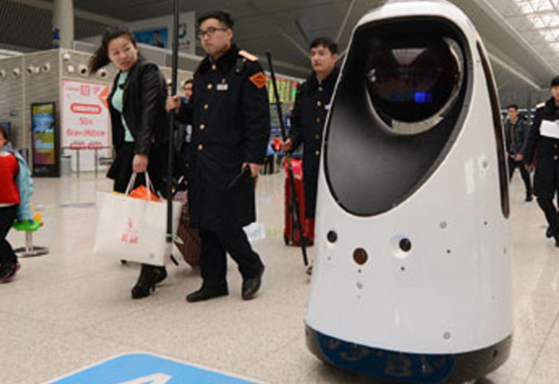 """В Китае первый робот-патрульный вышел на работу <span class=""""color_red"""">- ВИДЕО</span>"""