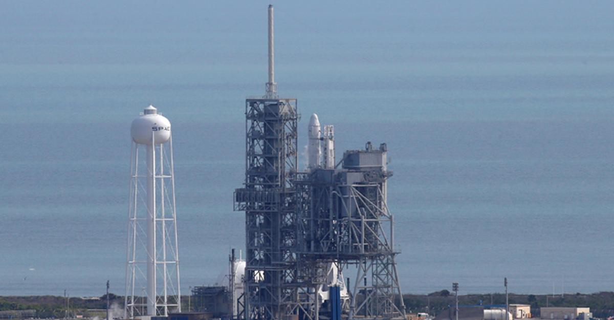 SpaceX произвела первый запуск ракеты-носителя Falcon 9 из космического центра NASA