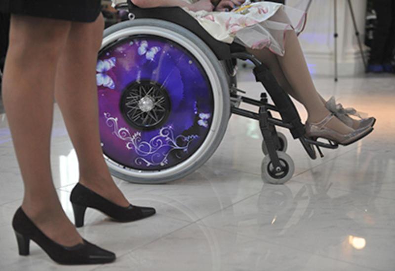 Девушка в инвалидном кресле приняла участие в конкурсе красоты