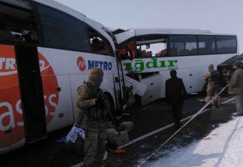 """4 погибших и 26 раненых азербайджанцев - страшное ДТП в Турции <span class=""""color_red"""">- ОБНОВЛЕНО - ФОТО - ВИДЕО</span>"""