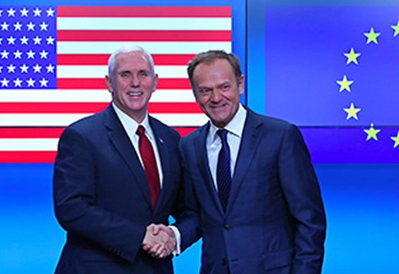 Глава ЕС встретил Майка Пенса флагом США с лишней звездой