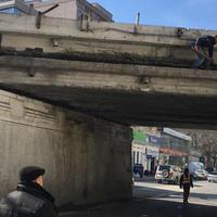 "Тяжелое ДТП повредило старейший мост Баку <span class=""color_red"">- ФОТО</span>"