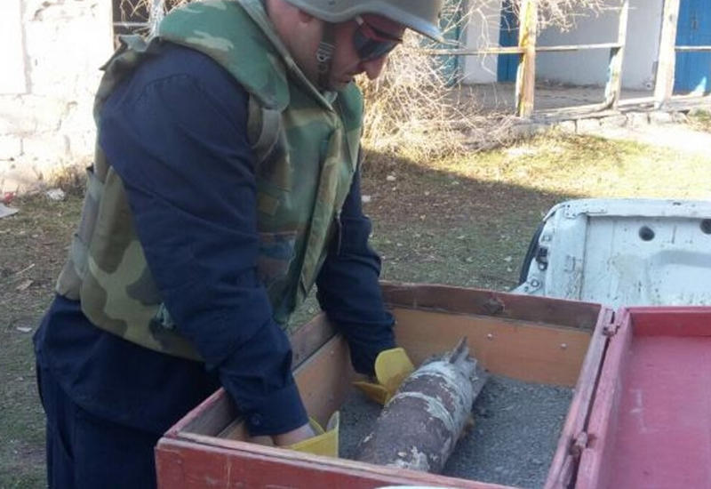 "В Азербайджане во дворе средней школы обнаружен танковый снаряд <span class=""color_red"">- ФОТО</span>"