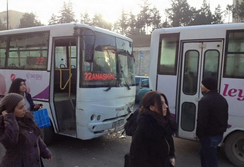 "В Баку столкнулись автобусы <span class=""color_red"">- ФОТО</span>"
