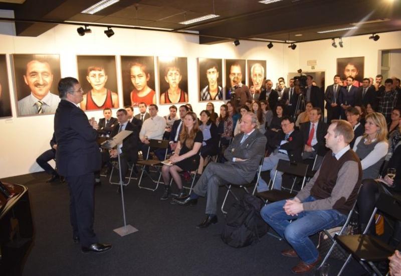 """В Брюсселе проходит фотовыставка, посвященная Ходжалинскому геноциду <span class=""""color_red"""">- ФОТО</span>"""