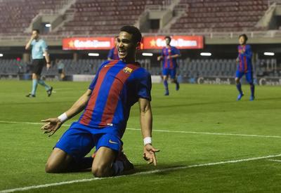 """Фантастический проход 17-летнего игрока """"Барселоны"""", которому позавидует даже Месси <span class=""""color_red"""">- ВИДЕО</span>"""