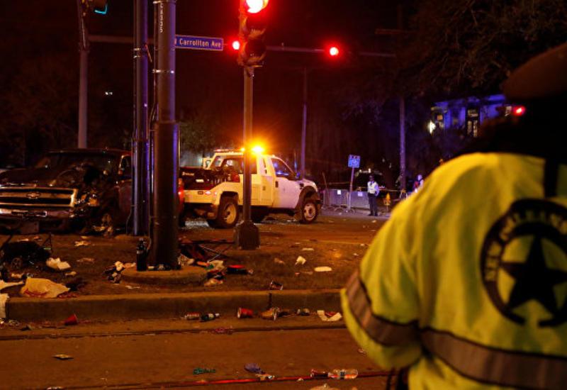 Грузовик въехал в толпу людей в США, десятки раненых
